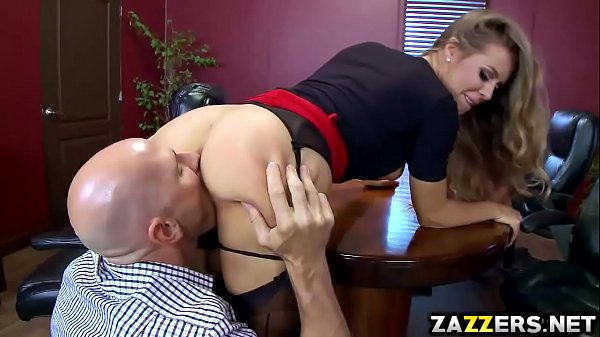 Sucking pussy by a leader